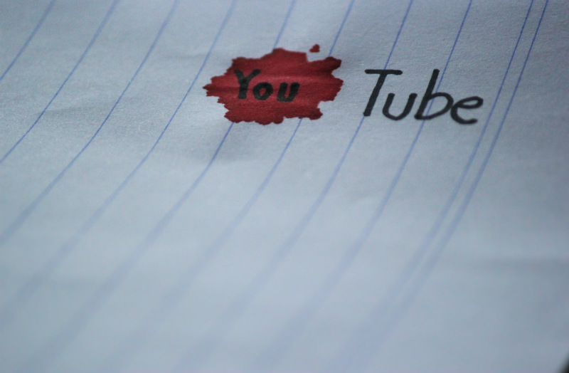 Youtube es un canal para difundir contenido audiovisual.