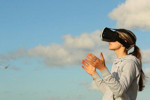 La experiencia del cliente guiada por la realidad virtual y chatbots